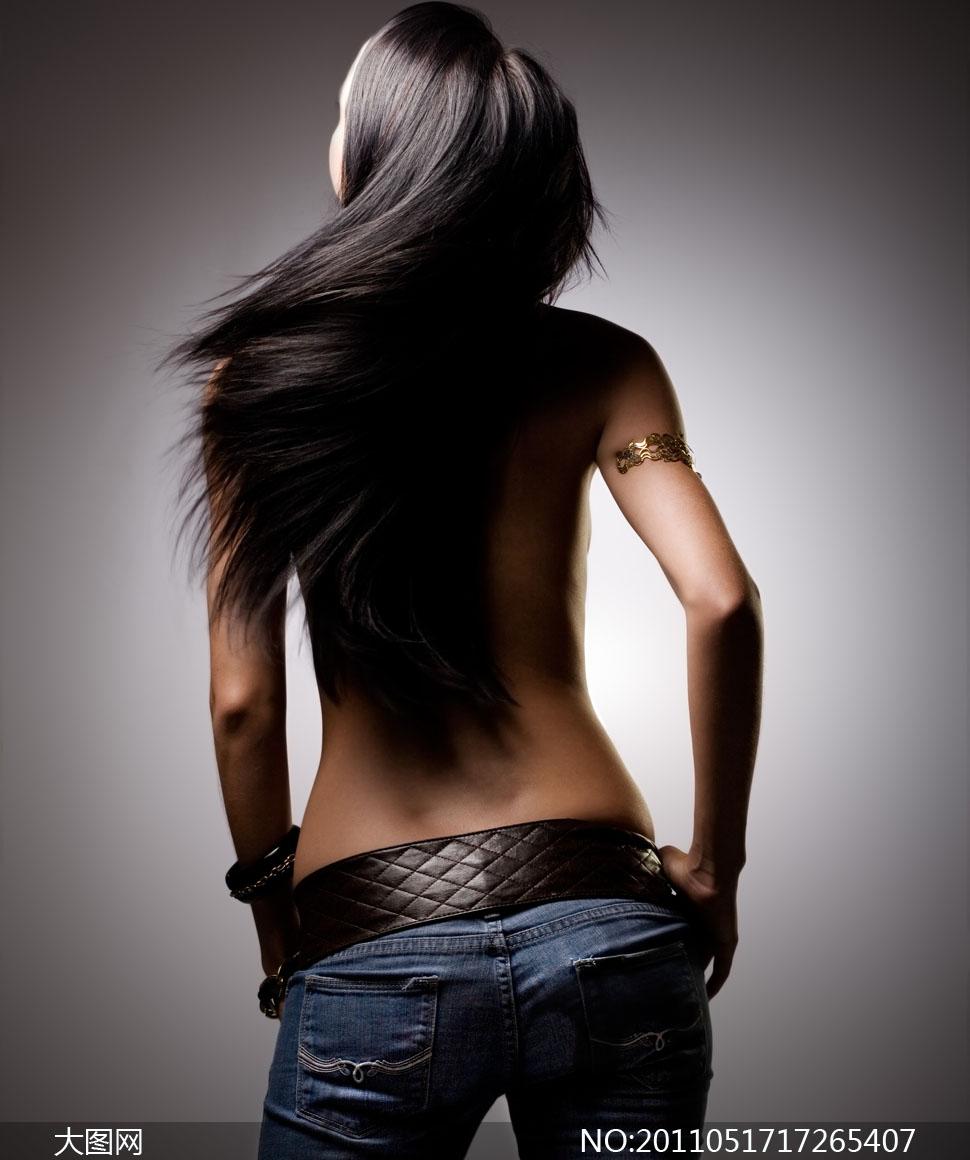 长发飘飘的美女背影摄影图片