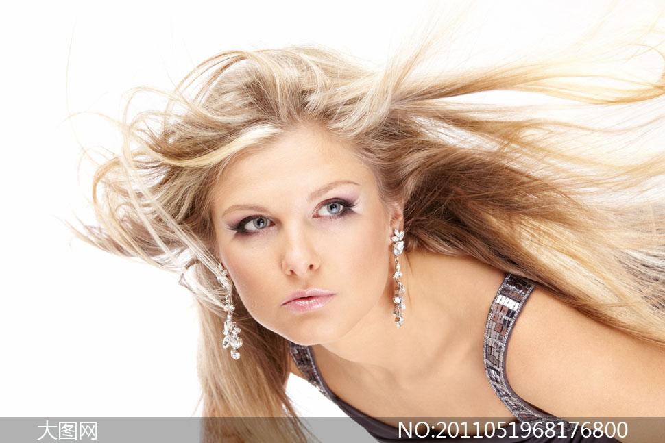 头发飘逸的美女人物高清摄影图片
