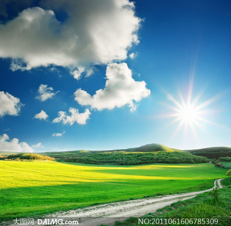蓝天白云草地春夏风景摄影图片