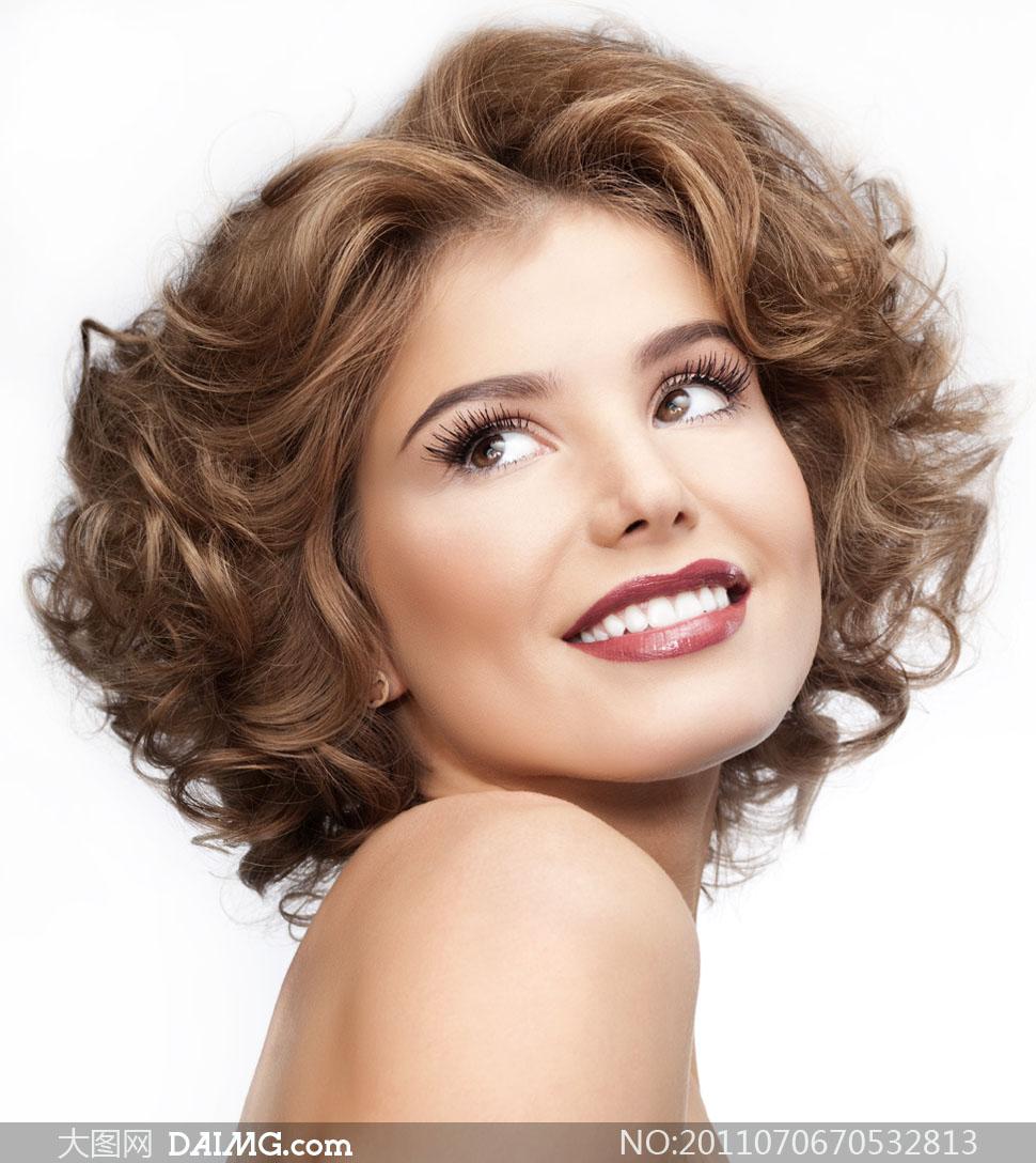 美丽笑容卷发美女人物高清摄影图片