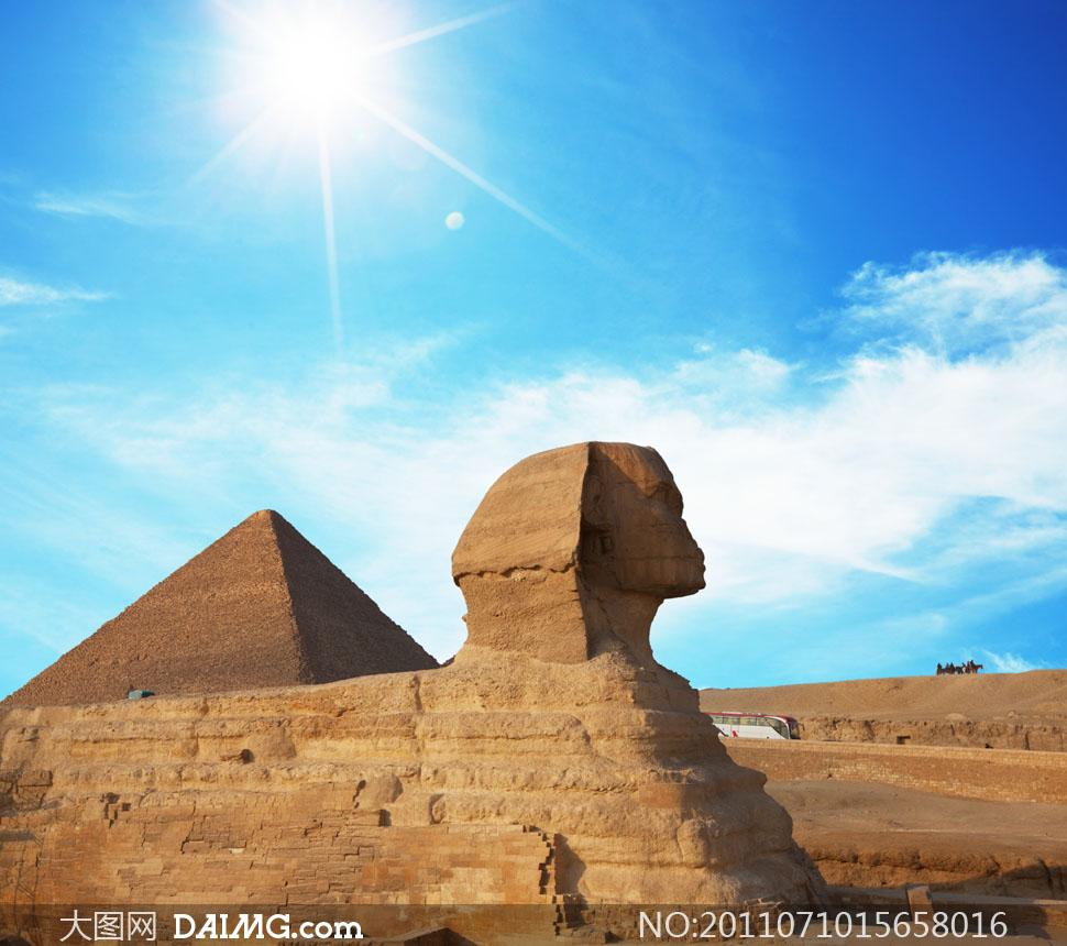 蓝天白云下的埃及金字塔高清摄影图片