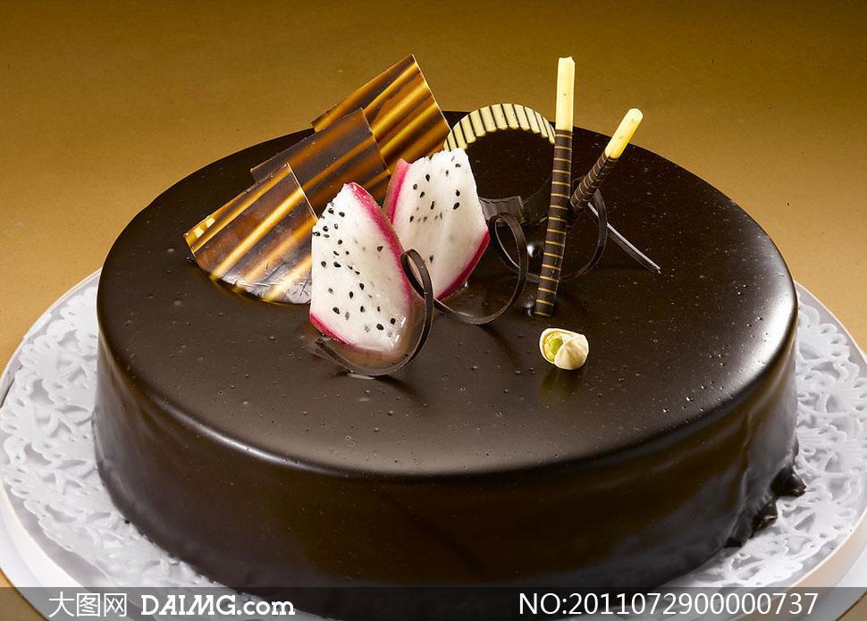 水果巧克力蛋糕图片 爱心巧克力蛋糕图片