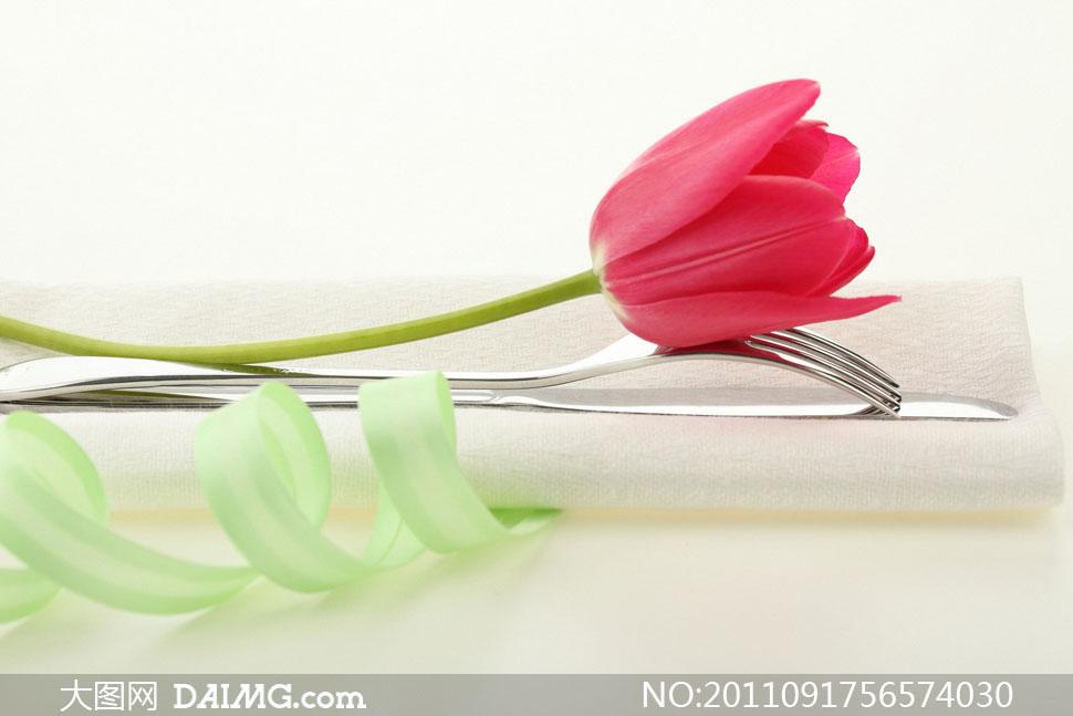 叉餐具与餐巾郁金香高清摄影图片 大图网设