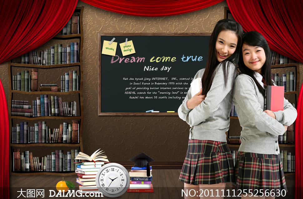 美女中学生高中生美女怀抱书本
