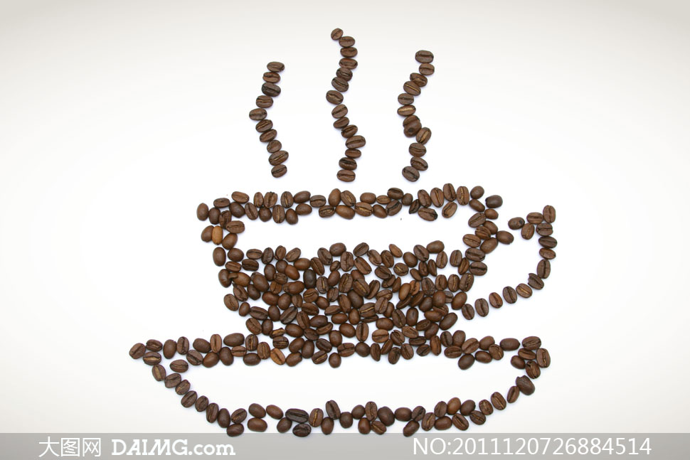 咖啡豆摆成热气腾腾的咖啡杯子