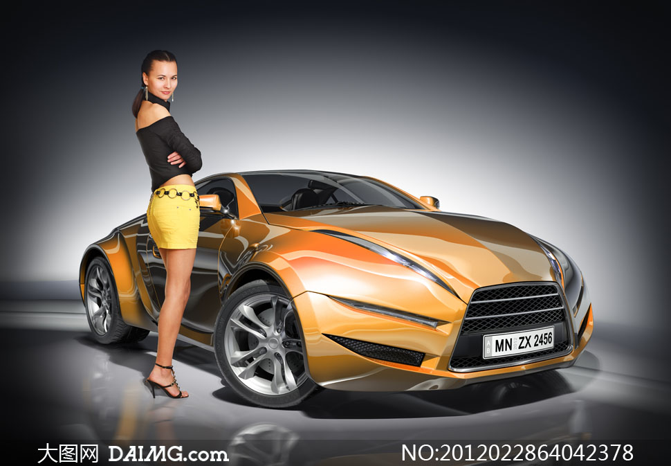 站在跑车旁的车模美女高清摄影图片 大图网设