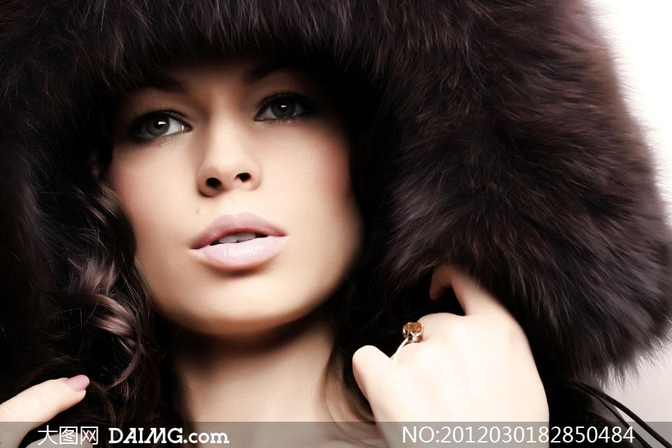 服饰美女特写高清冬装皮草摄影图片-大图网设牙黄美女图片