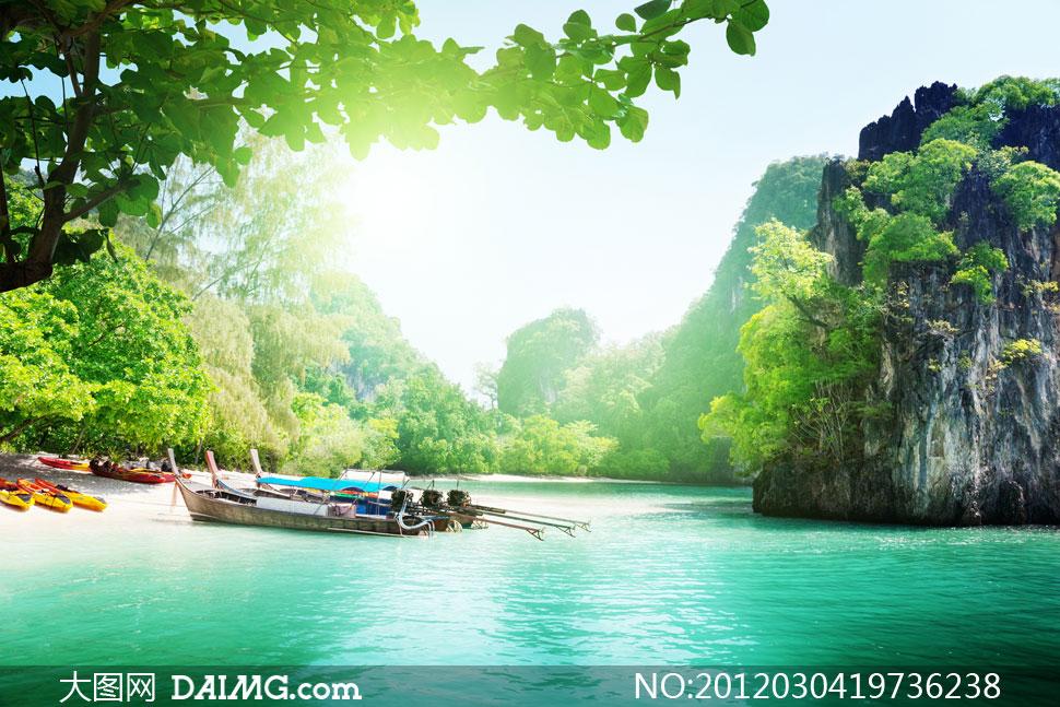 大山水面青山绿水水面旅游树林树木大树树丛耀眼光芒逆光夏日夏天夏季