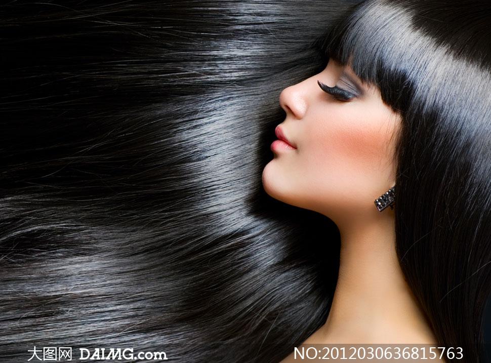 闭着眼睛的黑发秀发美女侧面摄影高清图片