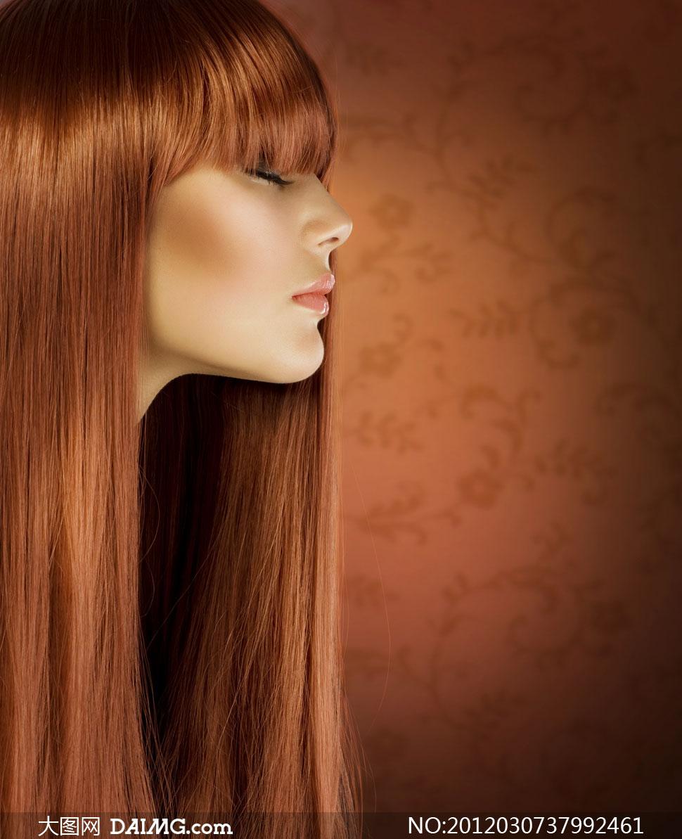 女人头发发型美发秀发长发直发亮泽侧面外国国外柔顺闭眼金发陶醉享受