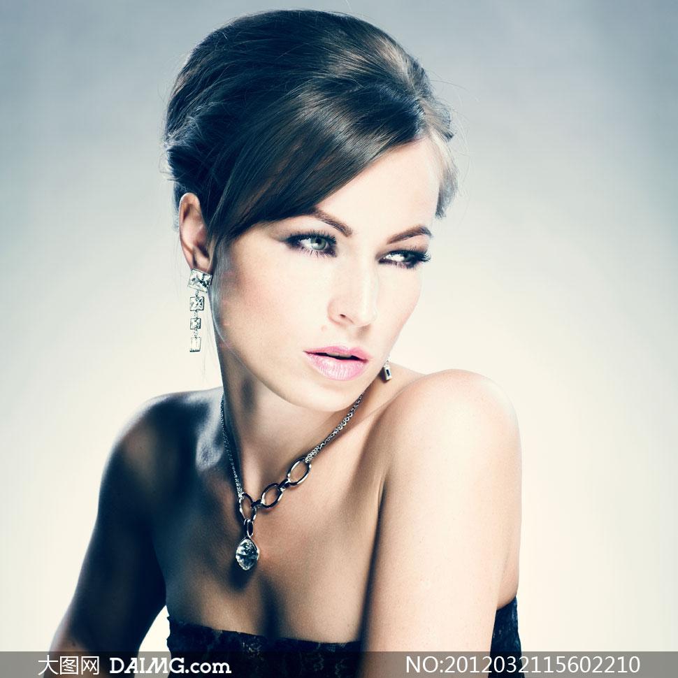 耳坠项链首饰展示美女模特摄影高清图片 - 大图