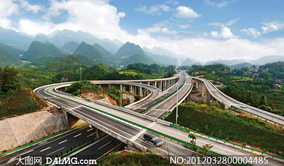 高速公路立交桥沪蓉高架桥蓝天白云立交桥