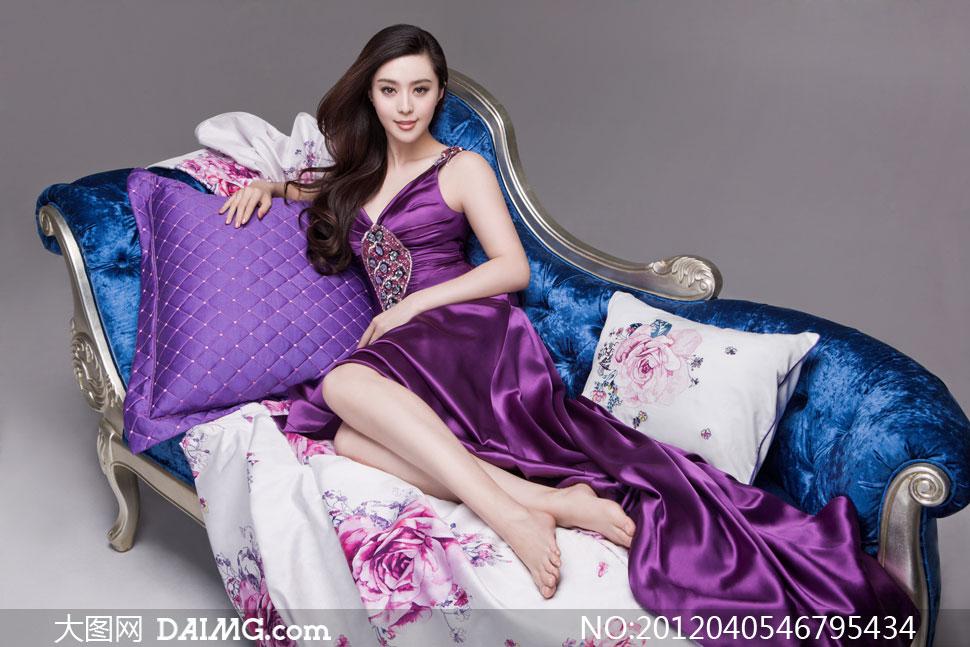 欧式沙发里礼服美女摄影高清图片