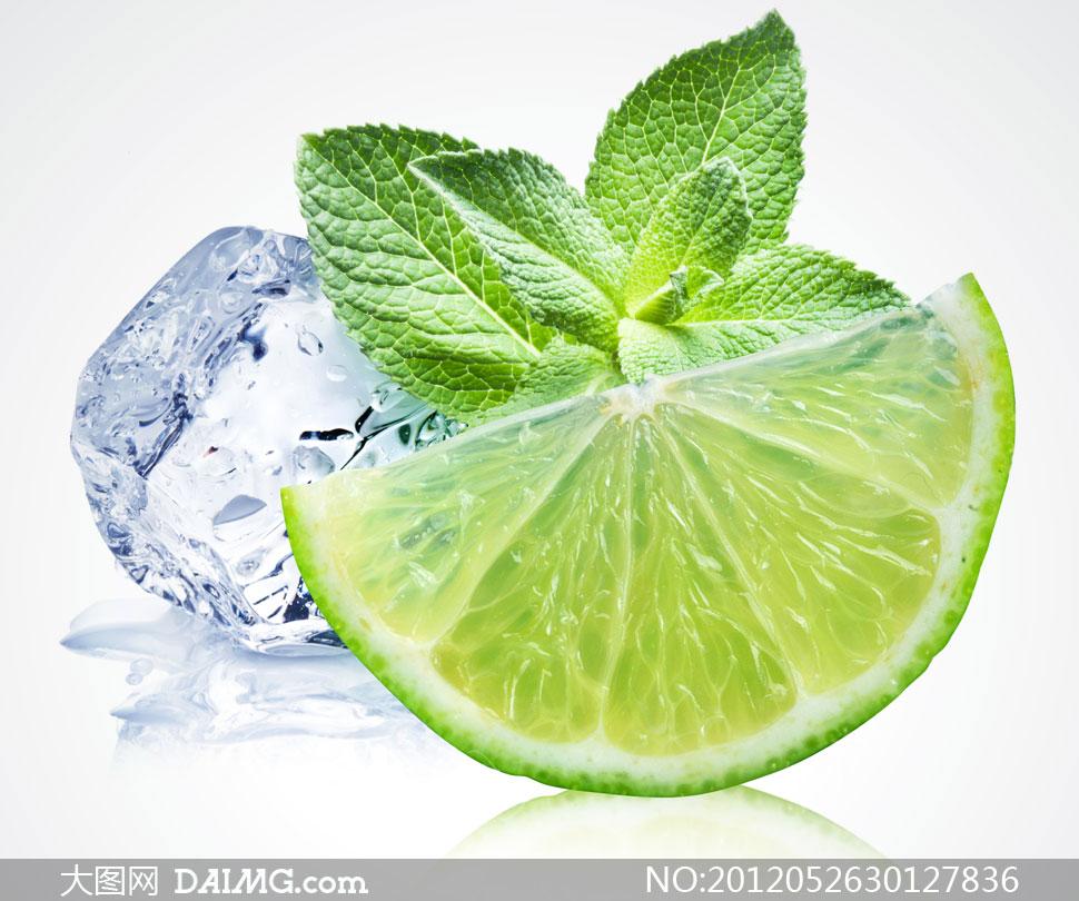 特写静物水果绿色叶子绿叶新鲜近景薄荷叶冰块柠檬片冰爽夏天夏日夏季
