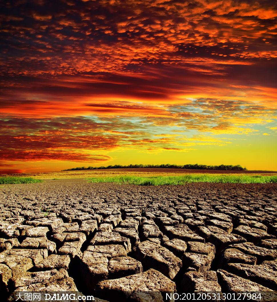 火烧云与干旱景象摄影高清图片