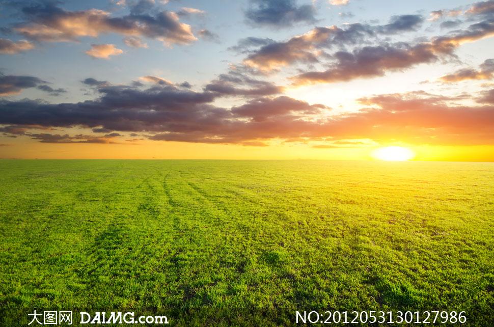 高清摄影图片素材大图自然风景风光天空云层云彩多云辽阔广袤草地绿地
