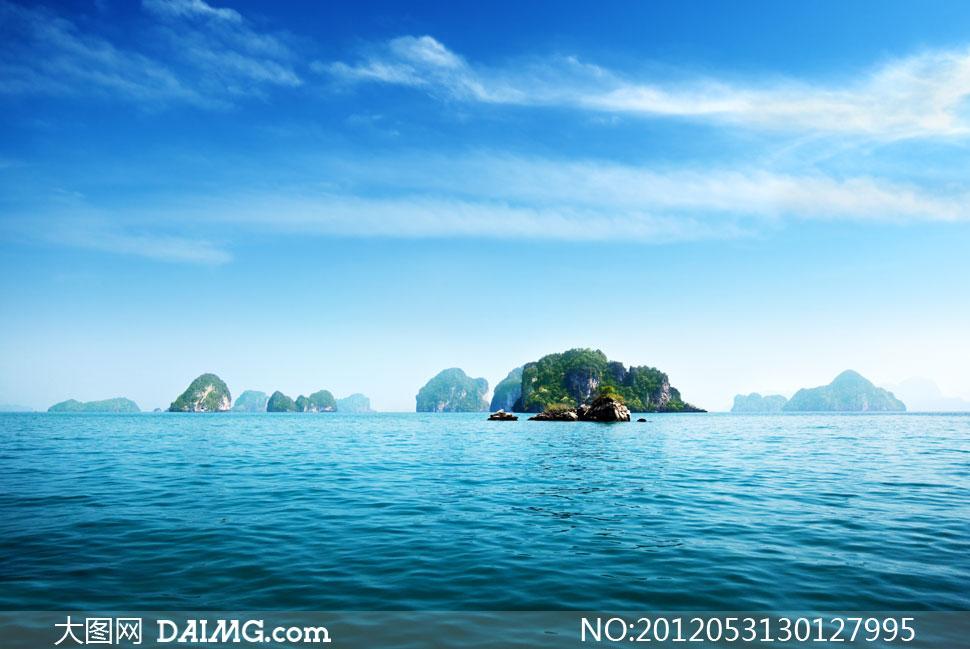 蓝天天空白云云层云彩多云海水大海海面海景蔚蓝岛屿