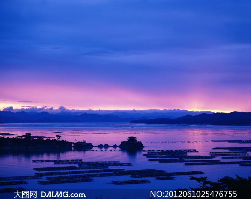 大图首页 高清图片 自然风景 > 素材信息  湖畔黄昏日落霞光风光摄影