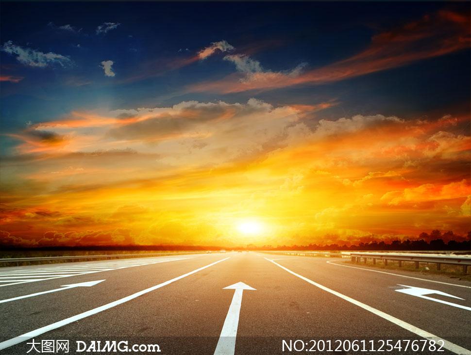 风景天空云层云彩多云火烧云公路道路大路标线白色