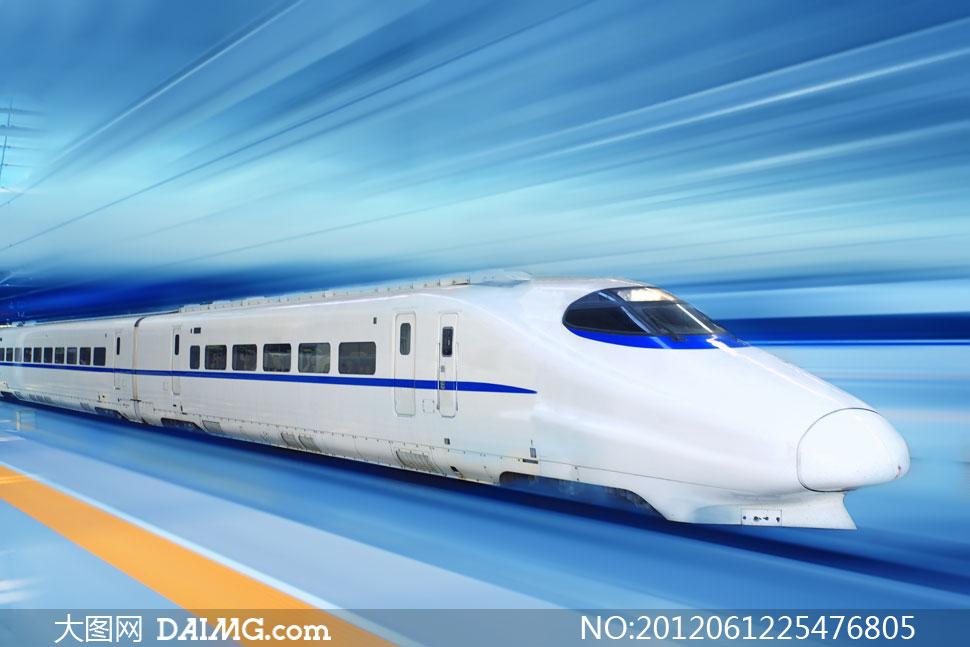 车站里的高速动车组列车高清图片