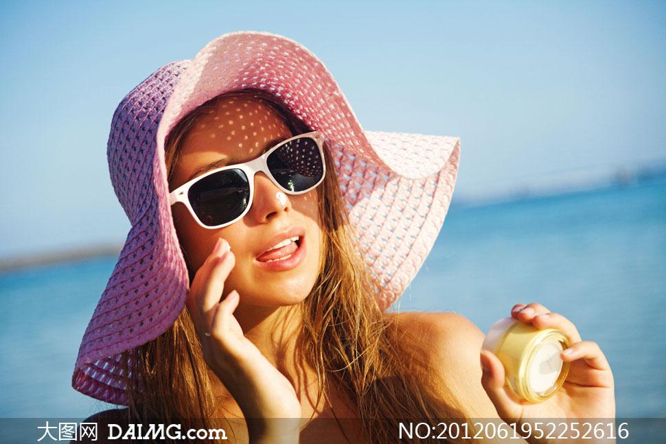 关键词: 高清摄影图片大图素材人物写真美女模特帽子性感外国国外宽