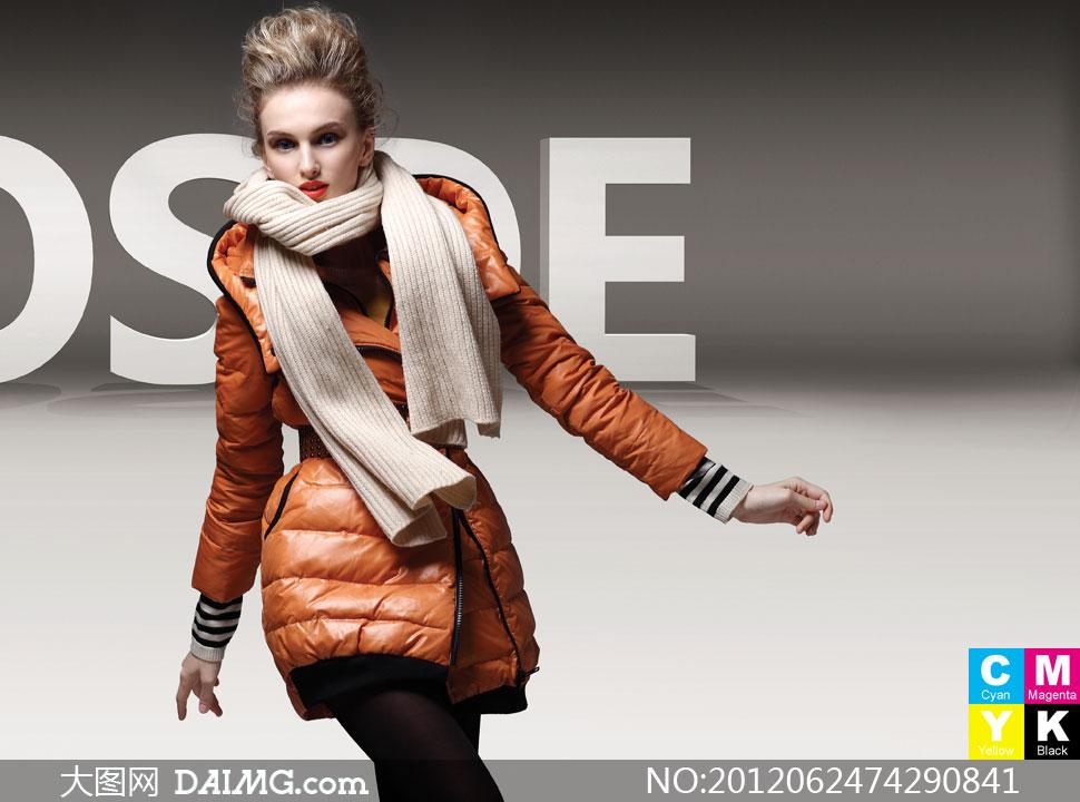 穿橙色羽绒服的时尚美女摄影高清图片 大图网