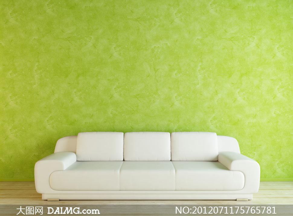 绿色墙壁与l形组合沙发高清图片