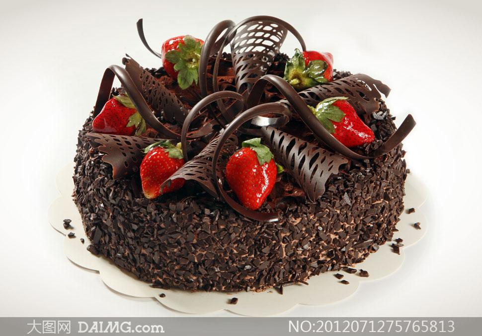 精美装点的巧克力水果蛋糕高清图片