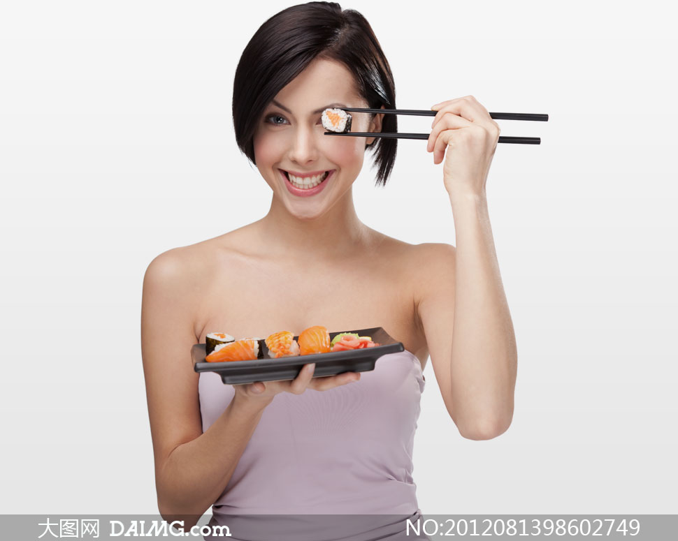 筷子夹寿司的露肩美女摄影高清图片 大图网设