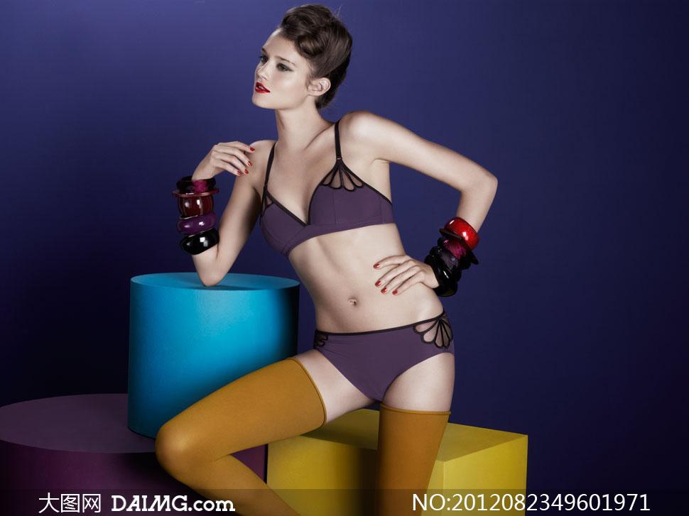 内衣美女模特室内写真摄影高清图片