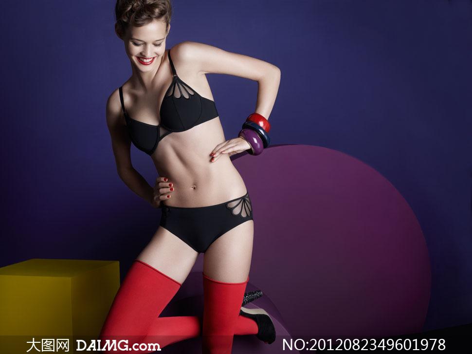 穿黑内衣红丝袜的模特摄影高清图片 大图网设