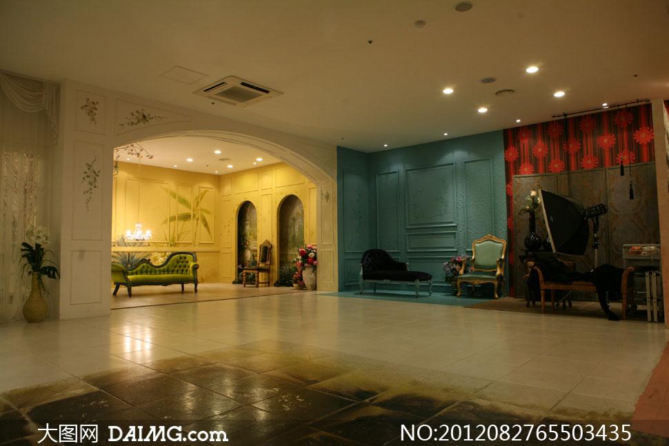 照背景婚纱背景实景棚室内欧式古典地砖地板布置摆设