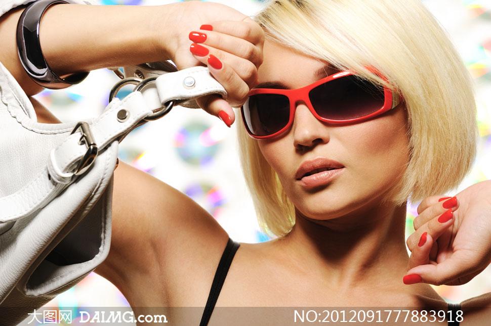 短发美女墨镜图片 短发美女头像图片