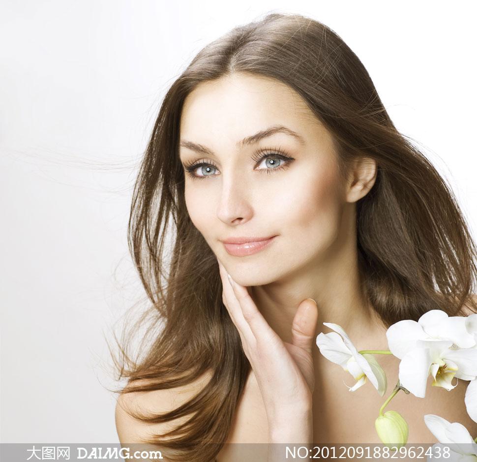 白色花与柔顺秀发美女摄影高清图片 大图网设