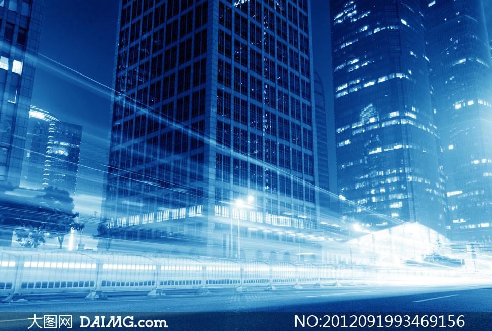 城市高楼大厦与光线轨迹高清图片