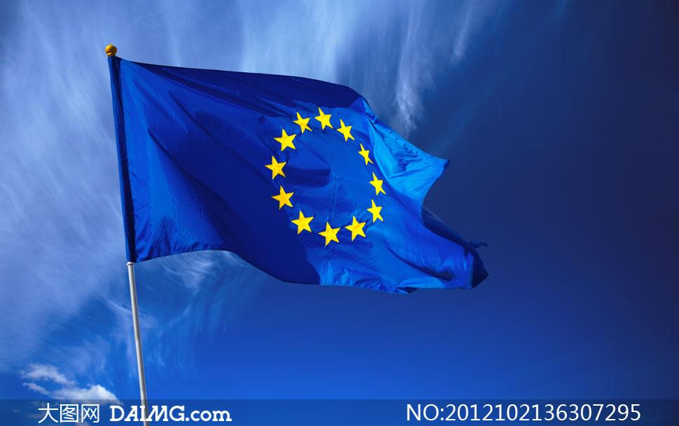 迎风飘扬的欧盟旗帜摄影高清图片