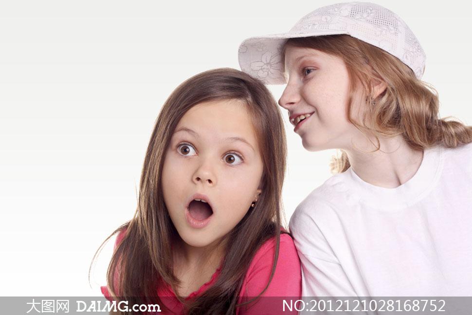 面露惊讶表情的小女孩摄影高清图片
