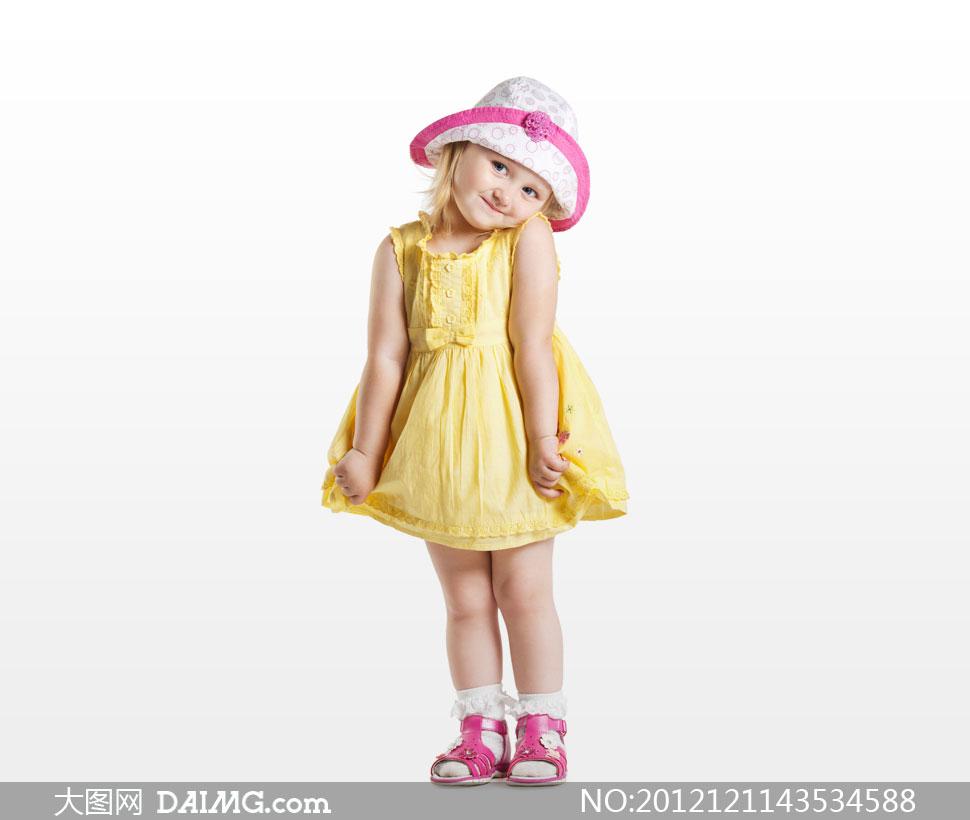图片素材人物小男孩小男生外国国外开心笑容儿童裙子黄色帽子可爱微笑