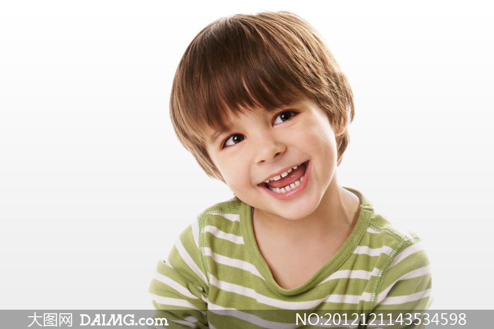 人物小男孩小男生外国国外开心笑容儿童正太歪着头