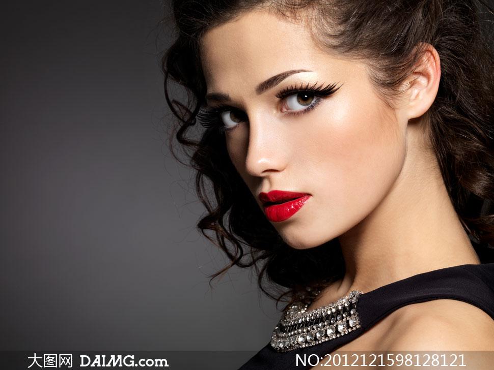 红唇长发美女人物侧面摄影高清图片